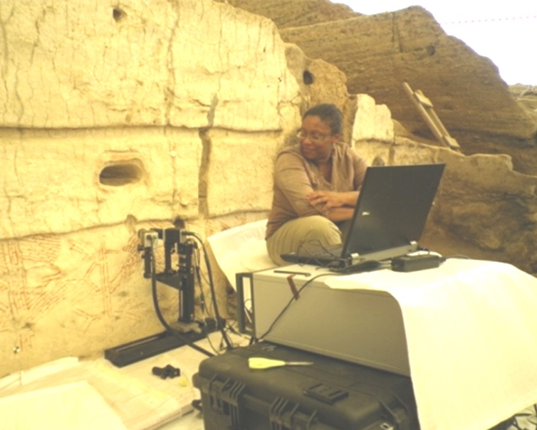 Scientist J. Bianca Jackson and her terahertz imaging device at Çatalhöyük, a Neolithic settlement in Turkey. Courtesy of J. Bianca Jackson/Photo by Gillian Walker