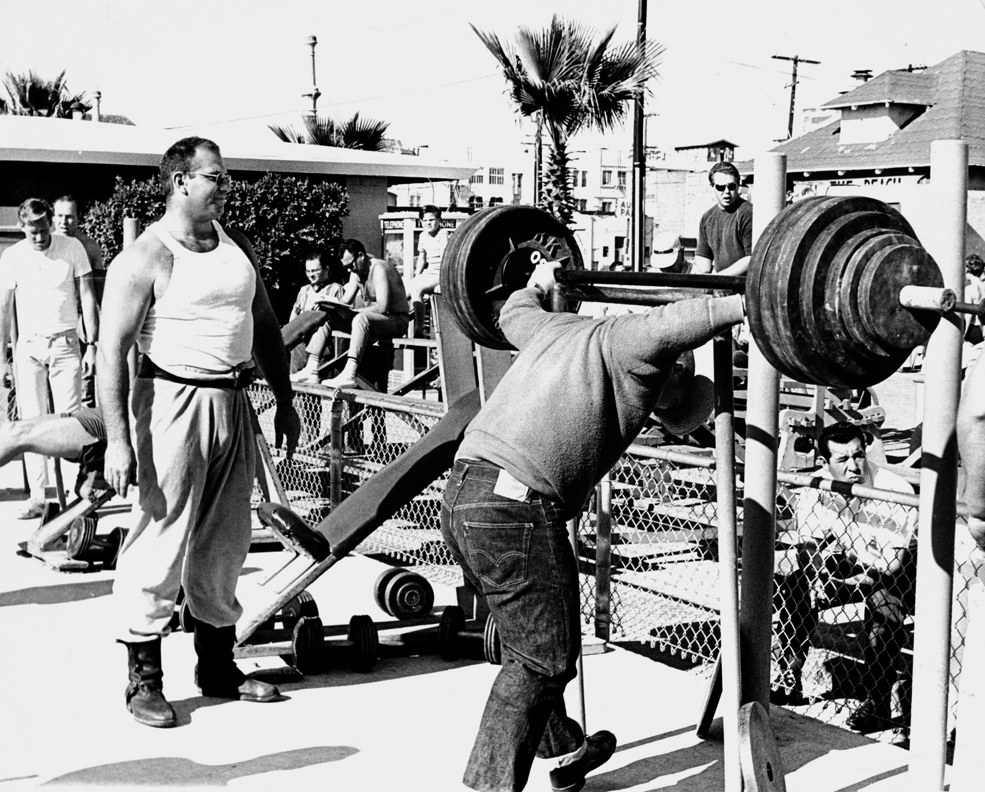 Oliver Sacks stands to the left, taking in the scene on the lifting platform at Venice Beach. Photo courtesy of the Oliver Sacks Foundation.