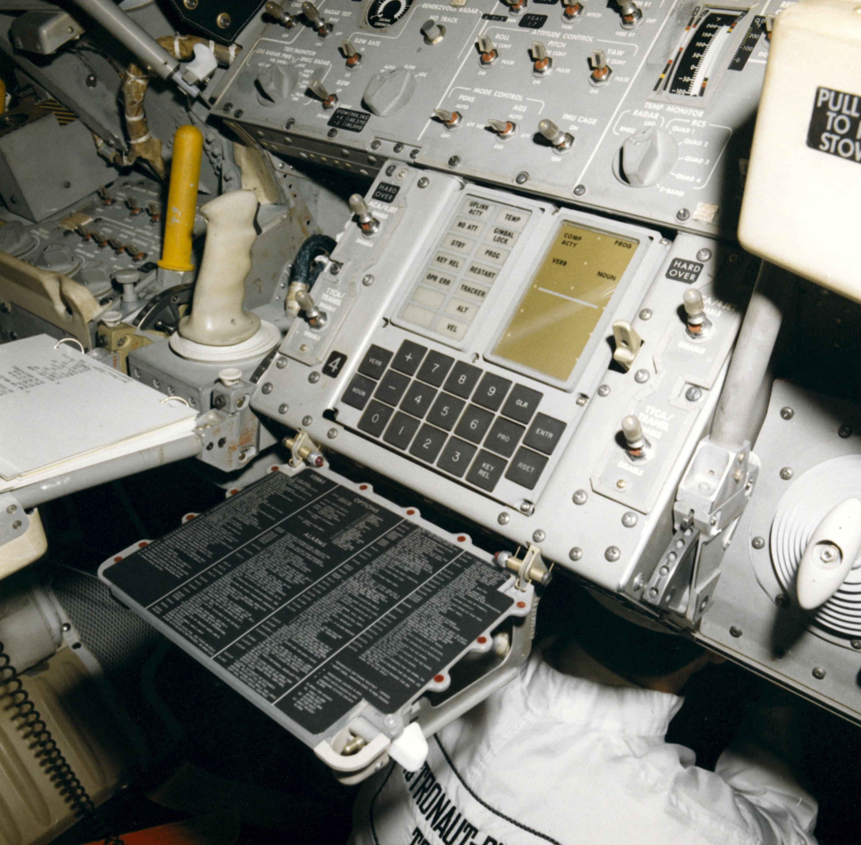 computers used in apollo space missions - photo #1