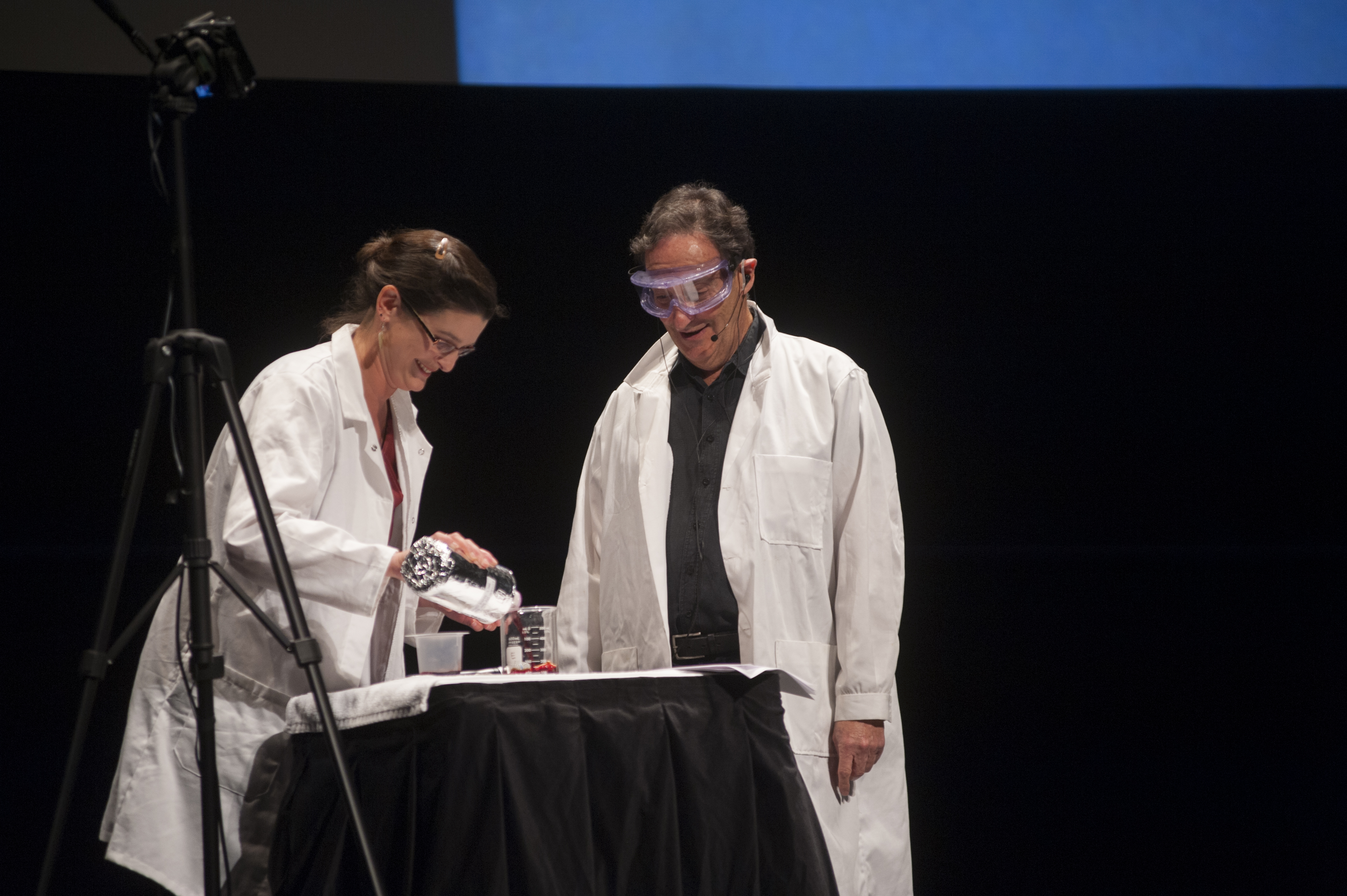 Ira and Dr. Tessa Hill experiment with ocean acidification on stage at the Mondavi Center, UC Davis, California. Credit: Adeline Xu/UC Davis