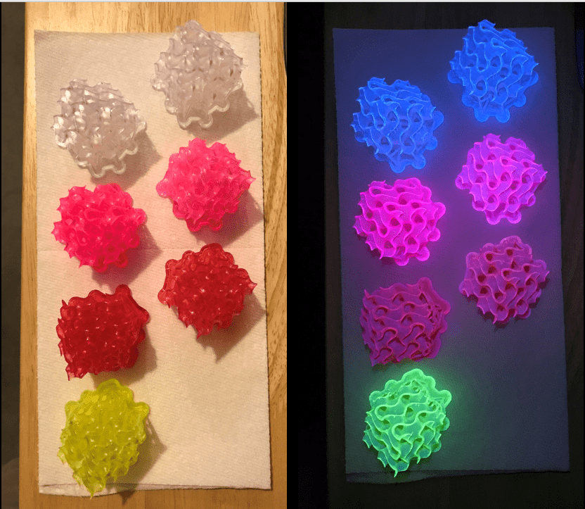two pictures of the different-colored cubes under different lighting conditions
